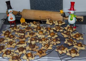 Unsere selbst gebackenen ›Macadamia-Sterne‹ nach der Rezeptur aus White Christmas – Rezepte und Geschichten / Lisa Nieschlag & Lars Wentrup